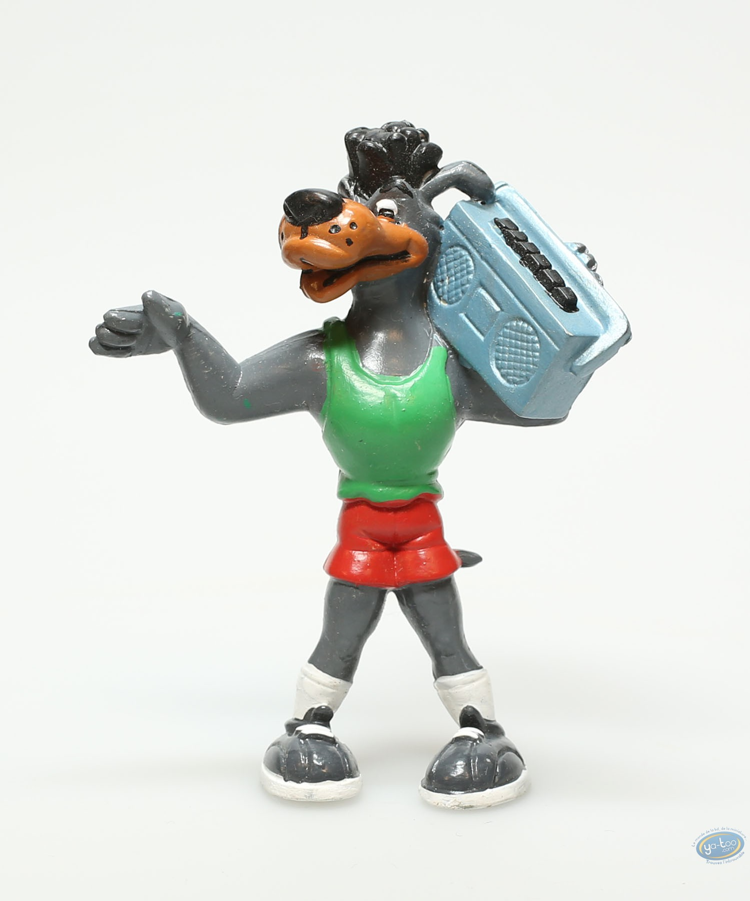 Figurine plastique, Basket fever : Chien joueur de basket maillot vert short rouge et radio