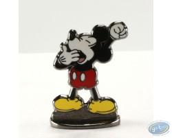 Mickey baillant (bas relief), Disney