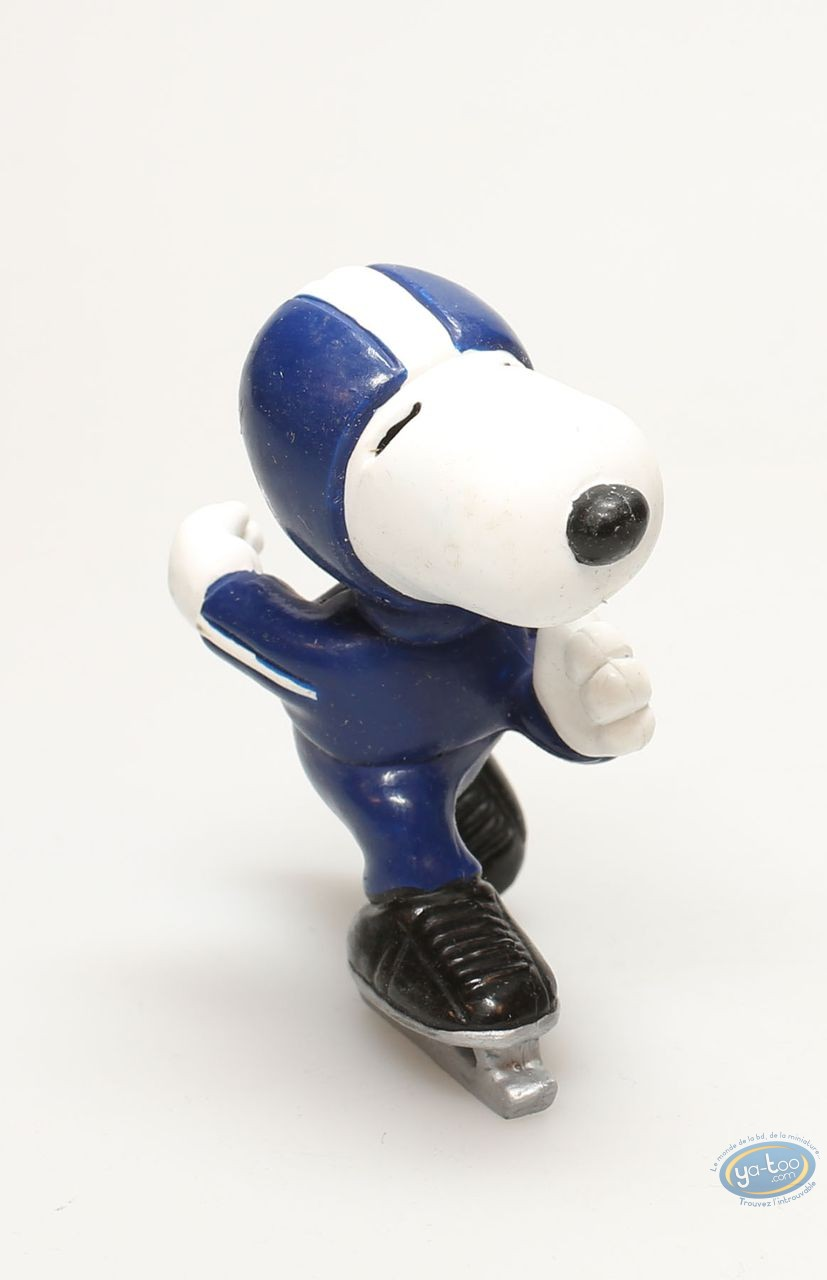 Plastic Figurine, Snoopy : Snoopy skating
