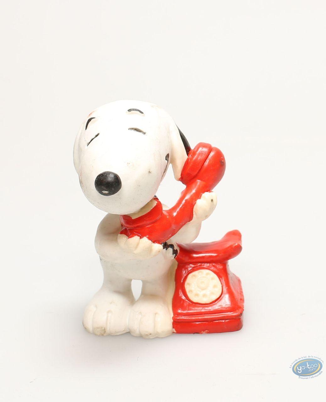 Plastic Figurine, Snoopy : Snoopy at phone