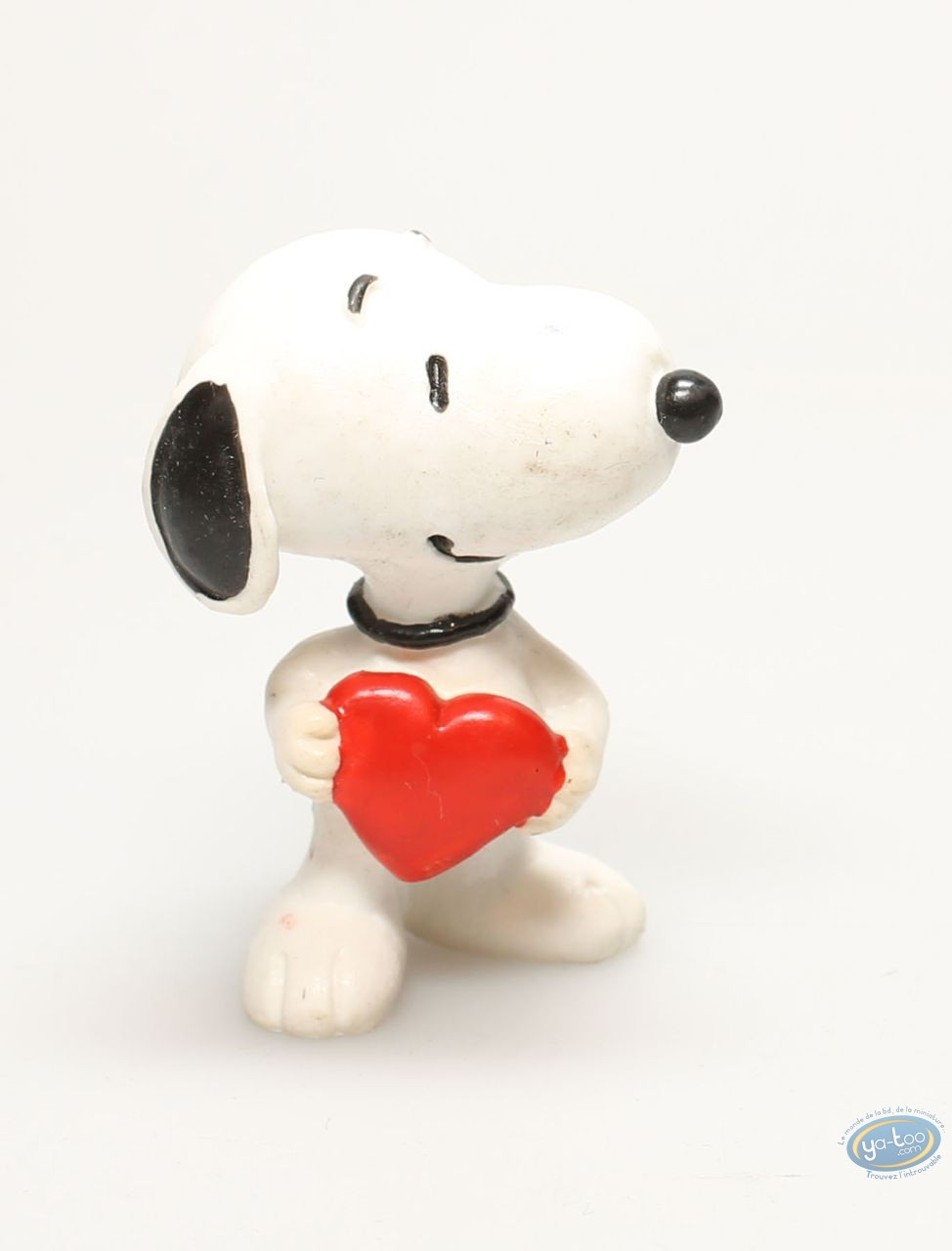 Plastic Figurine, Snoopy : Snoopy with heart