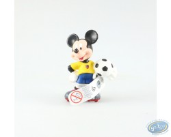 Mickey in dress of soccer, yellow pea jacket, Disney