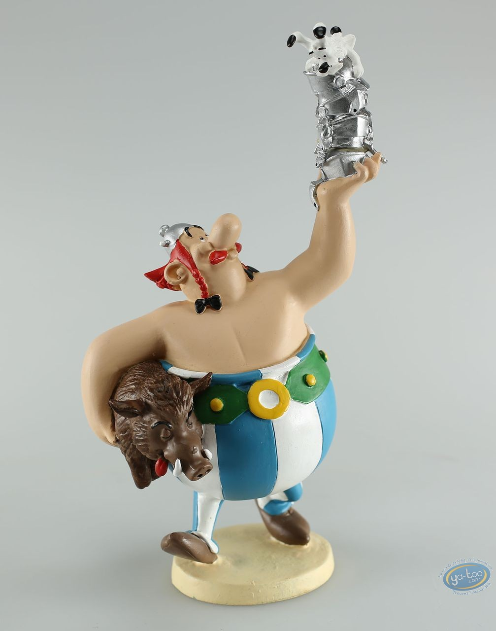 Statuette résine, Astérix : Obélix tenant des casques dans sa main