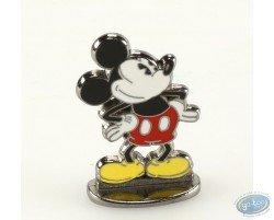 Mickey mains sur hanches (bas relief), Disney