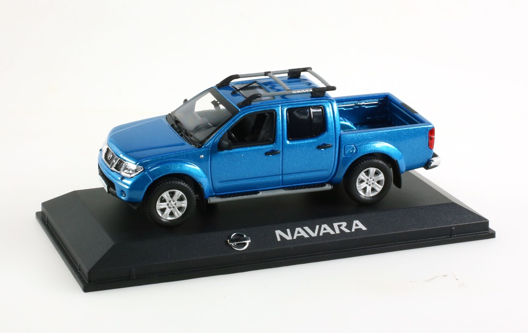 voiture utilitaire miniature nissan navara 1 43 ebay. Black Bedroom Furniture Sets. Home Design Ideas